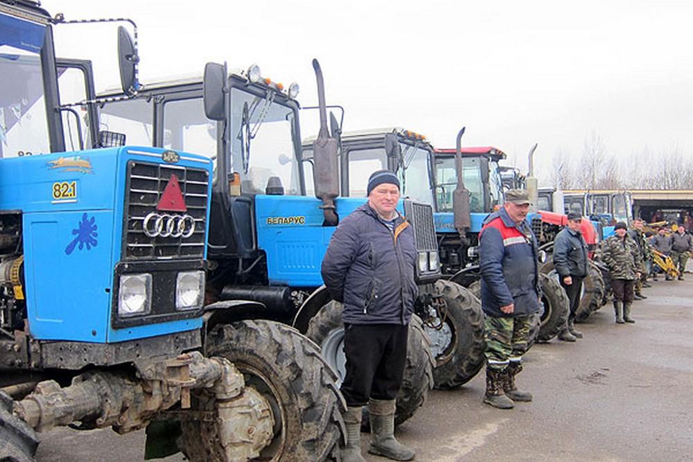 Трактористы выехали в поле. Сотрудники ГАИ тоже